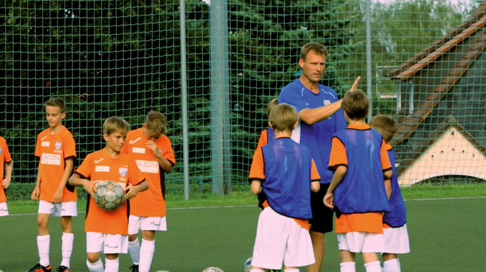 Gimme five: coaches should constantly keep motivating their players