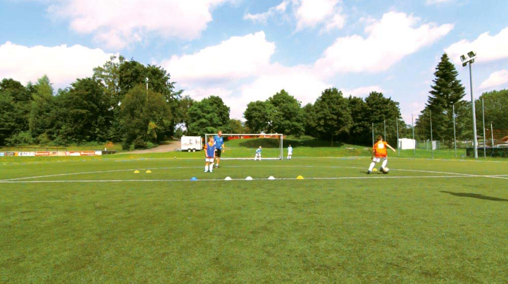 Dribbling past the first set of cones (3)